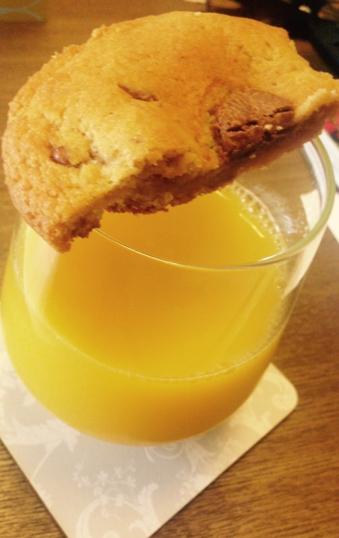 Although I have been juicing less than usual I do love a fresh orange juice. This time I had it with a side of cookie! As I said, you shouldn't deny yourself what your body wants when you're pregnant. Just try to make healthy choices when possible.